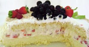 Torta+Mousse+de+Chocolate+Branco+com+Limão+e+Morangos