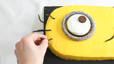 Despicable-Me-Minion-Sheet-Cake_22