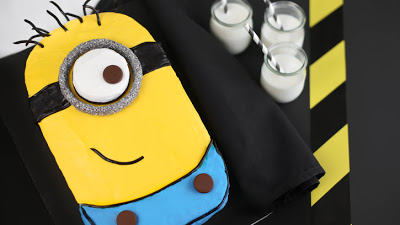 Despicable-Me-Minion-Sheet-Cake_hero (1)