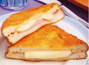 Sanduíche Frito Com Presunto E Queijo