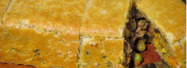 Torta Folhada com Filé Mignon e Legumes